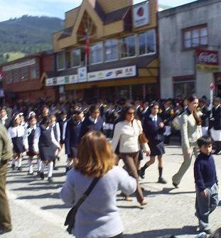 Desfile de alumnas.